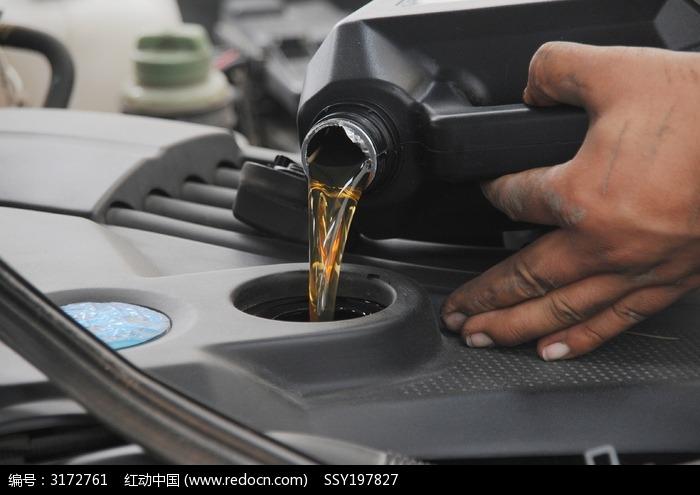 有机油尺如何看加多少发动机机油量高清图片