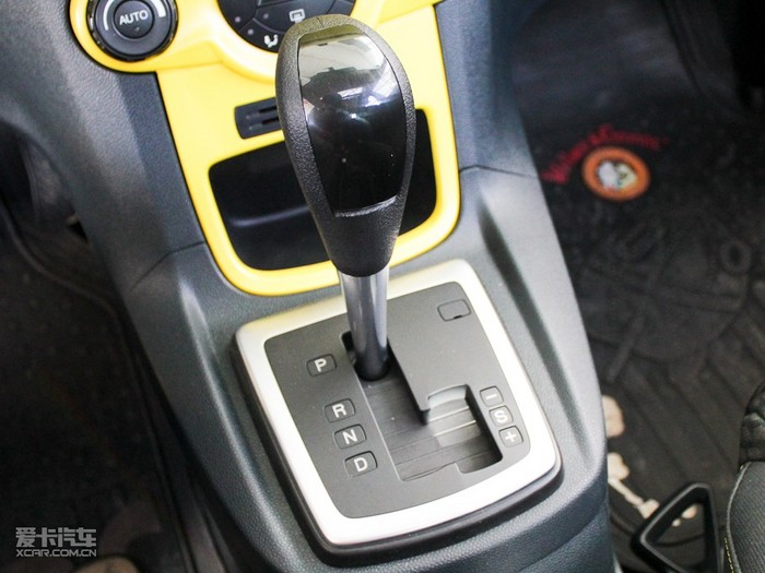 除了避免猛打方向盘以外,车速的控制也显得很重要,并且尽可能用低档位