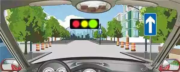 右侧标志表示注意避让直行方向来的机动车。