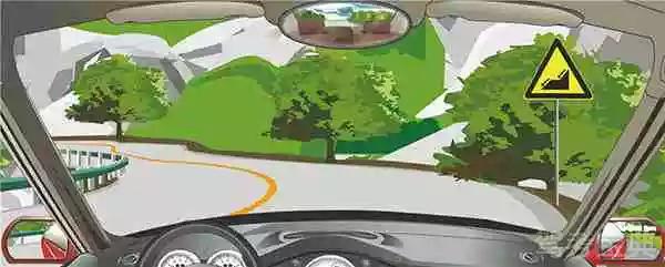 驾驶机动车遇到这种道路,可充分利用空挡滑行。