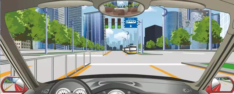前方标志表示除大客车以外的其他车辆不准进入右侧车道行驶。