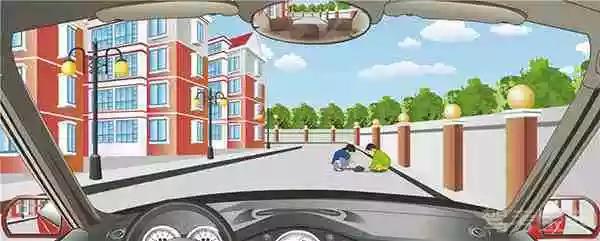 驾驶机动车遇到这样的情景怎样行驶?