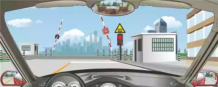 驾驶机动车通过这个铁路道口时要减速停车。