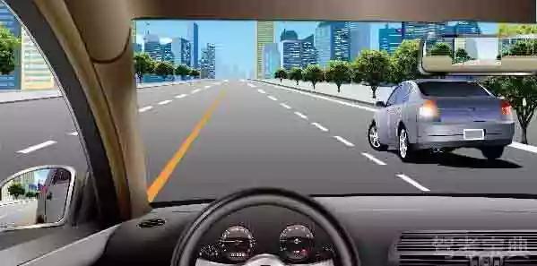 如图所示,在这种情况下遇右侧车辆变更车道,应减速保持安全间距,注意避让。