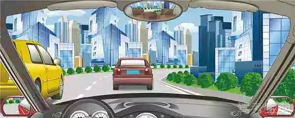 驾驶机动车向左变更车道遇到这种情况要注意让行。
