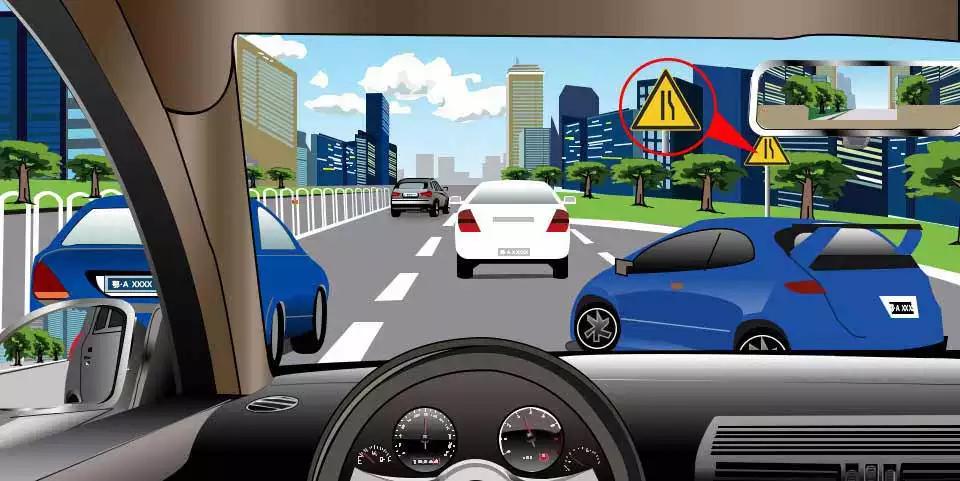 如图所示,驾驶机动车遇到前车插入本车道时,可以向右转向,从前车右侧加速超越。