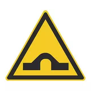 这个标志的含义是提醒车辆驾驶人前方是桥头跳车较严重的路段。