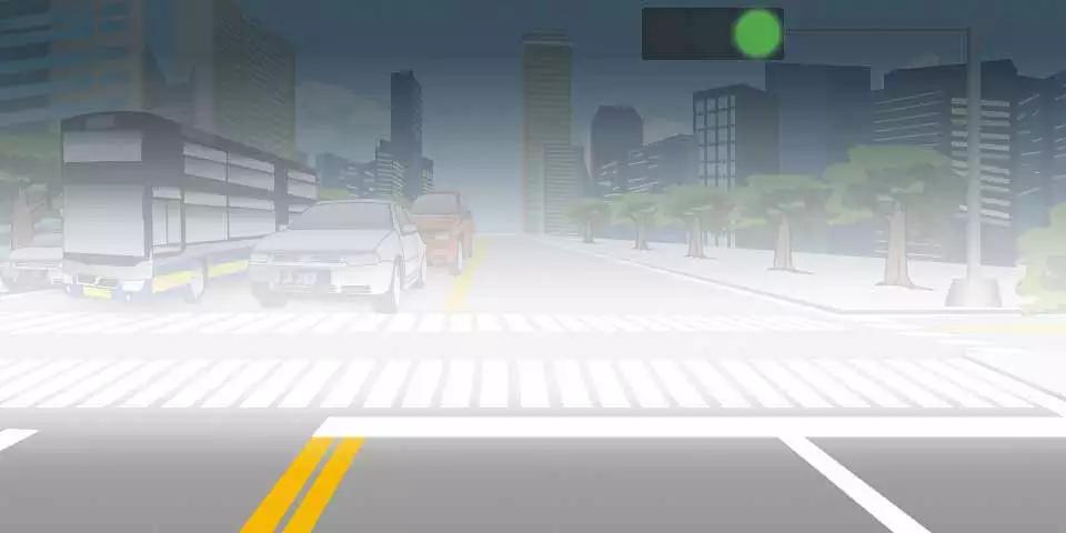 如图所示,在这种雾天情况下,通过交叉路口时必须开灯、鸣喇叭,加速通过,以免造成交通拥堵。
