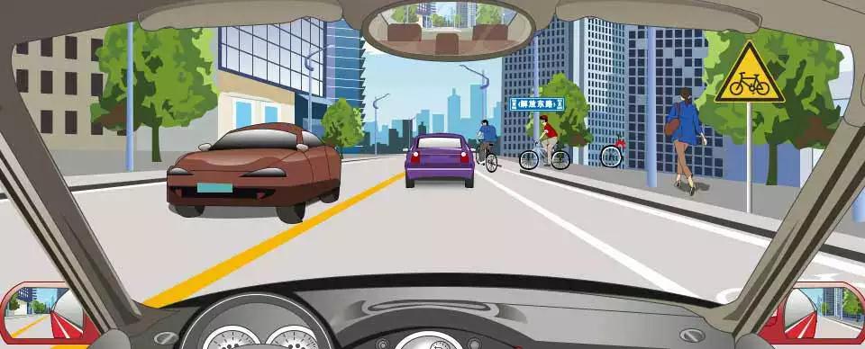 右侧标志提醒前方是非机动车道。