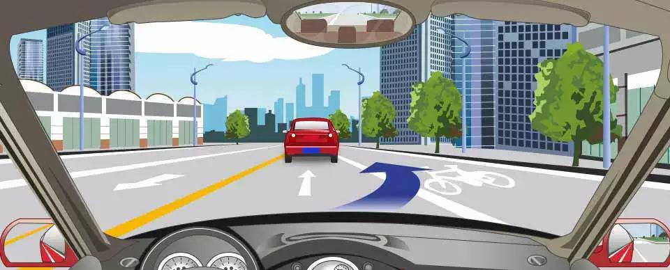 右侧路面标记表示可以暂时借用超车。