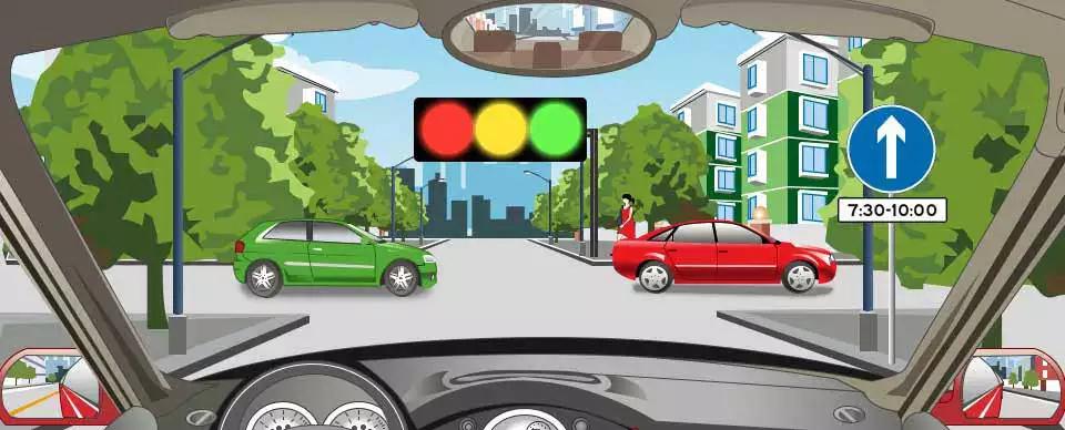 右侧标志表示前方路口7:30-10:00允许车辆直行。