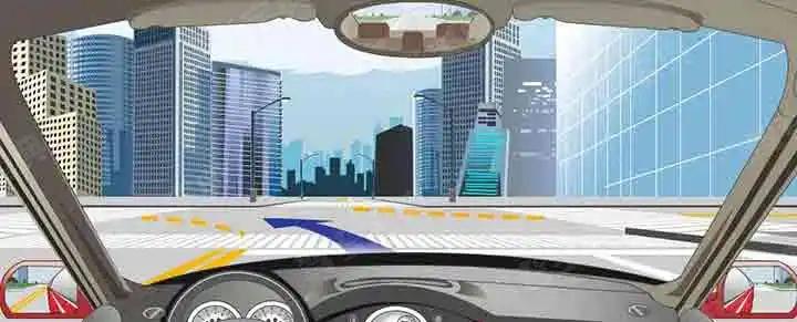 如下图,路口导向线用于辅助车辆转弯行驶。
