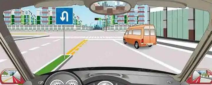 左侧标志表示此处允许机动车掉头。