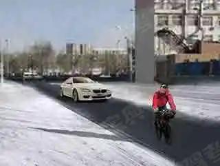 驾驶客车在雪天行驶,遇前方行人、骑车人占道时,应主动避让,确保安全。